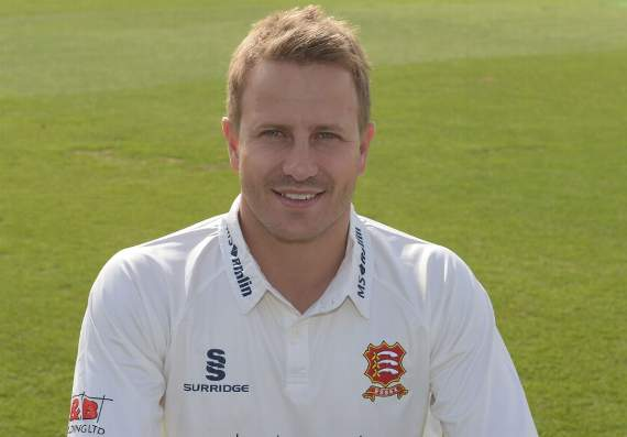 Essex County Cricket Club: Essex on the brink as Lancashire take charge.